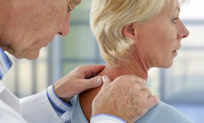 Osteoporose Frau beim Physiotherapeut