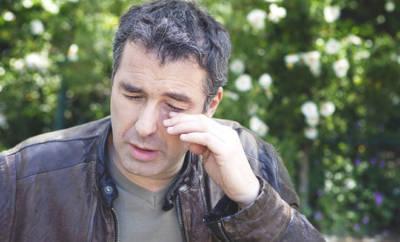 Blütenpollen können die Augen von Allergikern stark reizen.