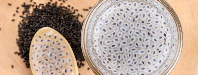 Samen schwarz und gequellt