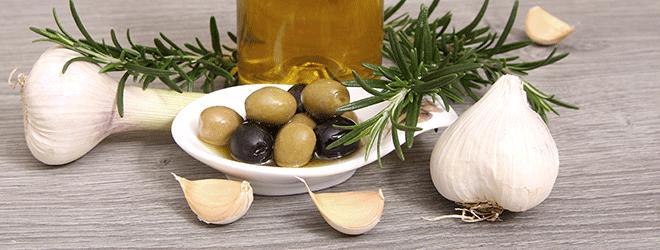 Olien, Olivenöl und Knoblauch sind ungemein gesund.