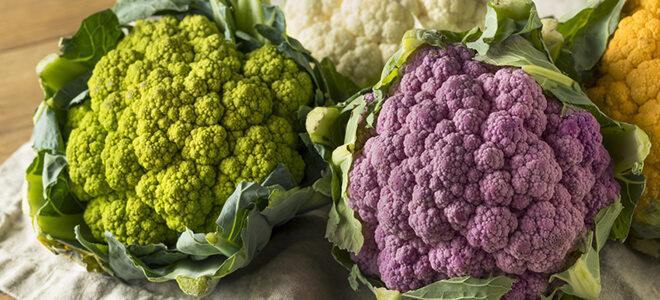 Grüner und violetter Blumenkohl.