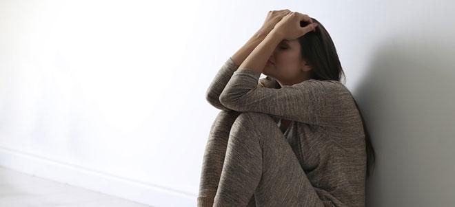 Personen, die mit alten Traumata wie körperlicher oder seelischer Gewalt zu kämpfen haben, können das Münchhausen-Stellvertreter-Syndrom entwickeln.