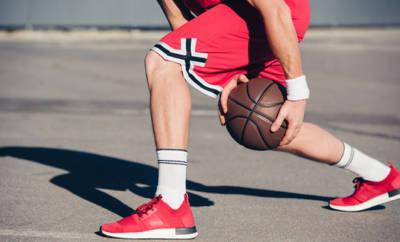 Ausschnitt Basketballspieler.