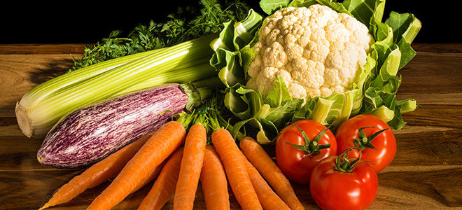 Eine Auswahl an Gemüse, das die Symptome von Morbus Meulengracht lindern kann.