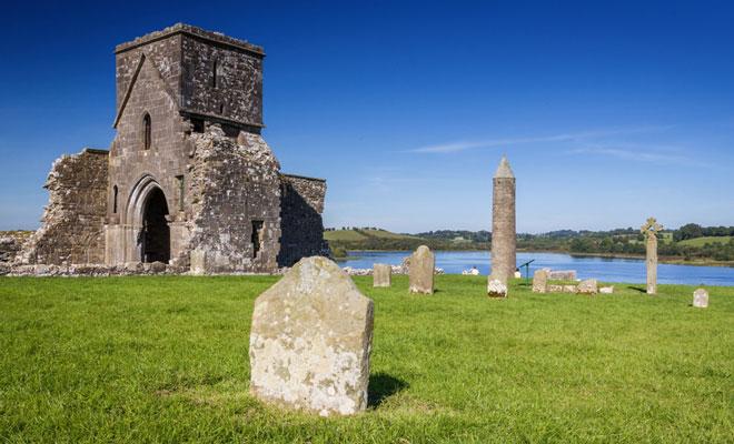 Ruinen in der nordirischen Grafschaft Fermanagh, in der Forscher Bakterien entdeckt haben, die wie Antibiotika wirken.