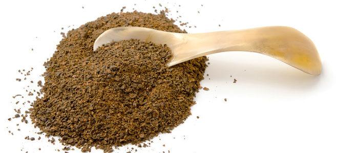 Ein Häufchen gemahlener Akaziensamen. Die sogenannten Wattleseed schmecken nach Schokolade und Kaffee.