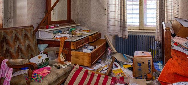 Ein extremer Fall des Messie-Syndroms: Die Wohnung ist nicht nur mit gehorteten Gegenständen zugestellt, sondern auch zugemüllt.