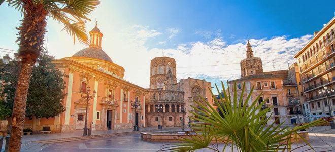 Eine Ansicht der Plaza de la Virgen in Valencia.