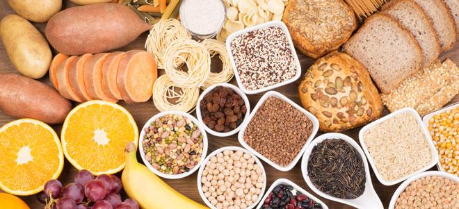 Dem für die Gärung im Darm verantwortlichen Hefepilz kann der Patient die Nahrung entziehen, indem er eine strikte Low-Carb-Diät einhält.