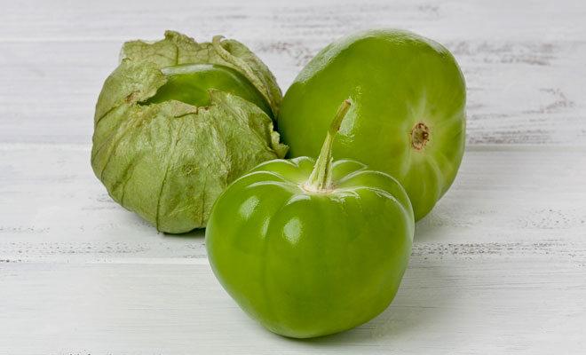 3 frische grüne Tomatillos