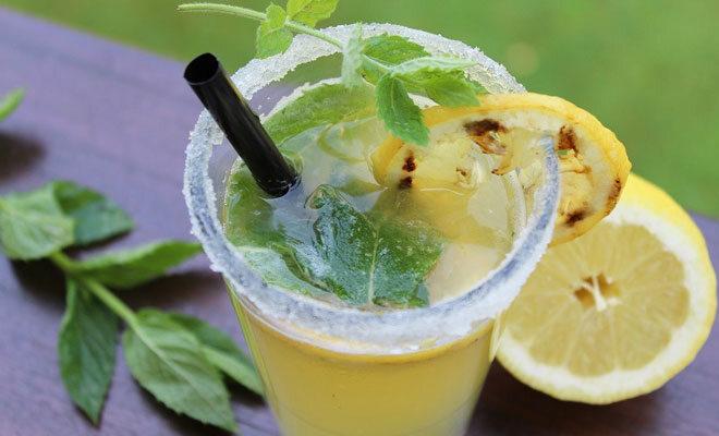 Frische Zitronenlimo vom Grill