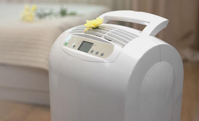Ein Luftreiniger im Wohnzimmer