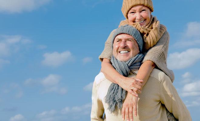 Ein fröhliches Seniorenpaar