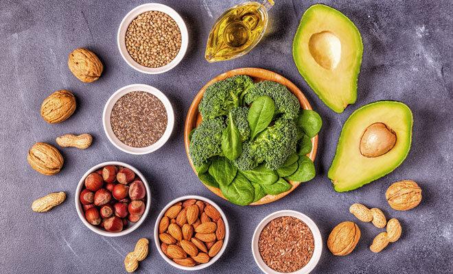 Lebensmittel mit gesunden Omega-3-Fettsäuren: Nüsse, Samen, Avocado etc.