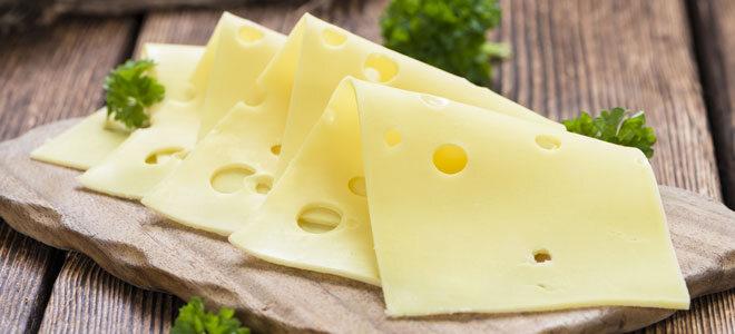 Aufschnitt von fettarmem Käse.