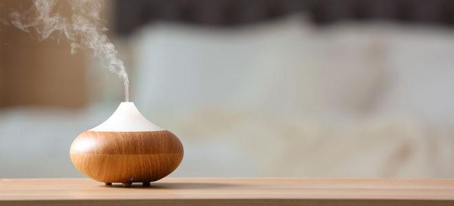 Ein dekorativer Luftbefeuchter im Schlafzimmer.