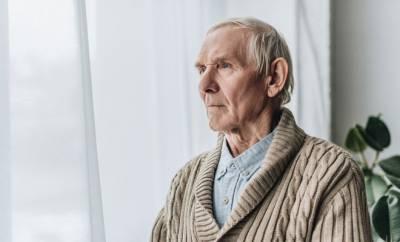 Ein Senior mit Alzheimer