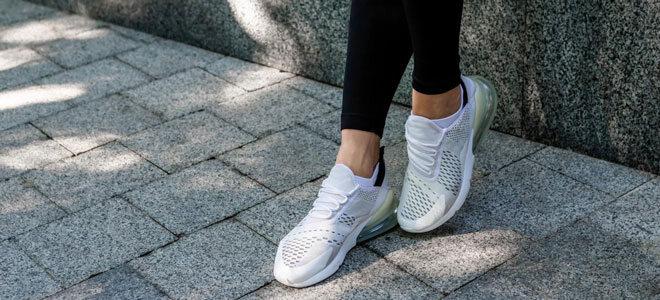 Modische Sneaker