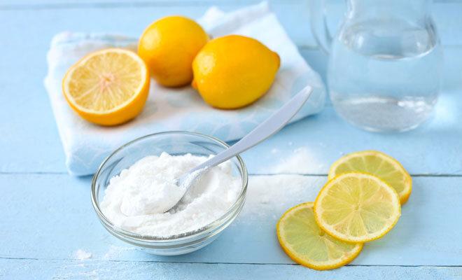 Natürliches Putzmittel aus Natron und Zitronen